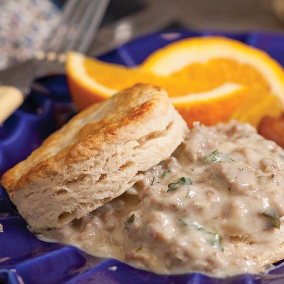 buttermilk-biscuts-cream-gravy