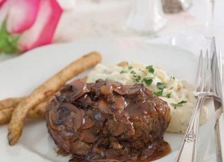 Filet Mignon with Mushroom Thyme Sauce