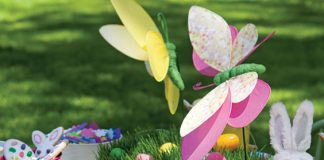 easter Sunday brunch outdoor tablesetting