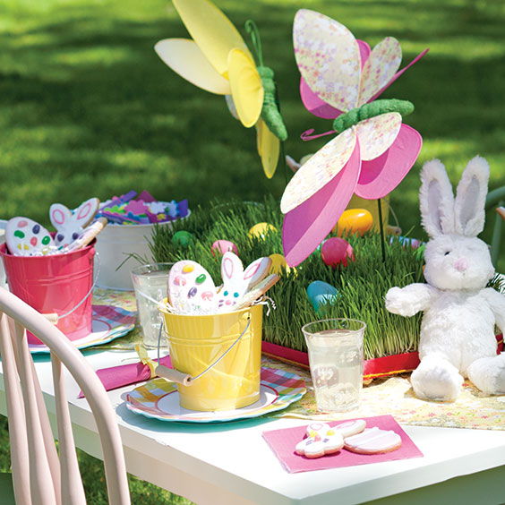 easter brunch outdoor tablesetting