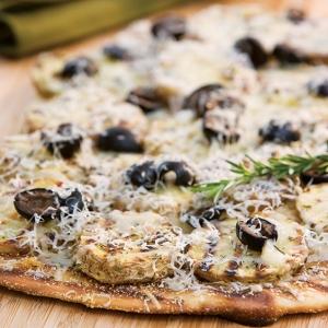 potato and olive pizza