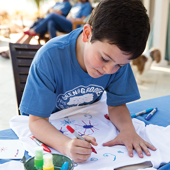 child drawing on shirt