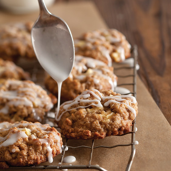 Autumn apple oatmeal cookies