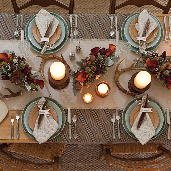rustic and cozy thanksgiving table