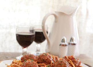 Spaghetti Supper: Spaghetti and Colossal Meatballs