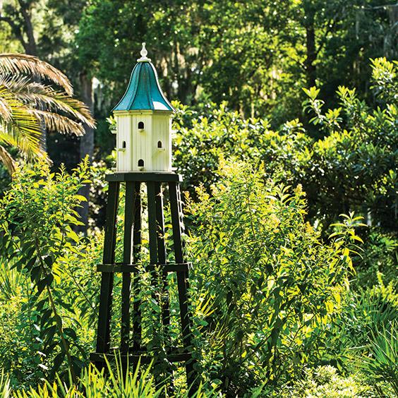 birdhouse in Paula Deen's garden
