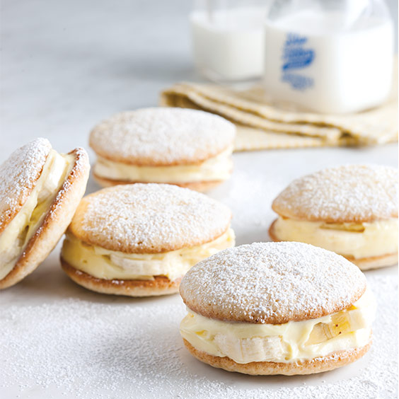 Banana Pudding Whoopie Pies