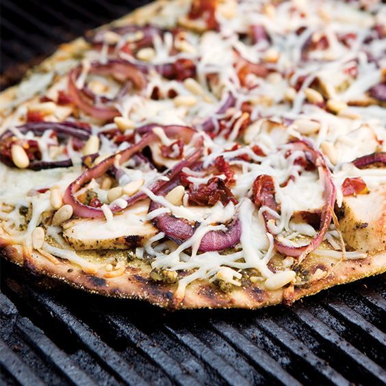 Chicken, Pesto, and Sun-Dried Tomato Grilled Pizzas - Paula Deen Magaz